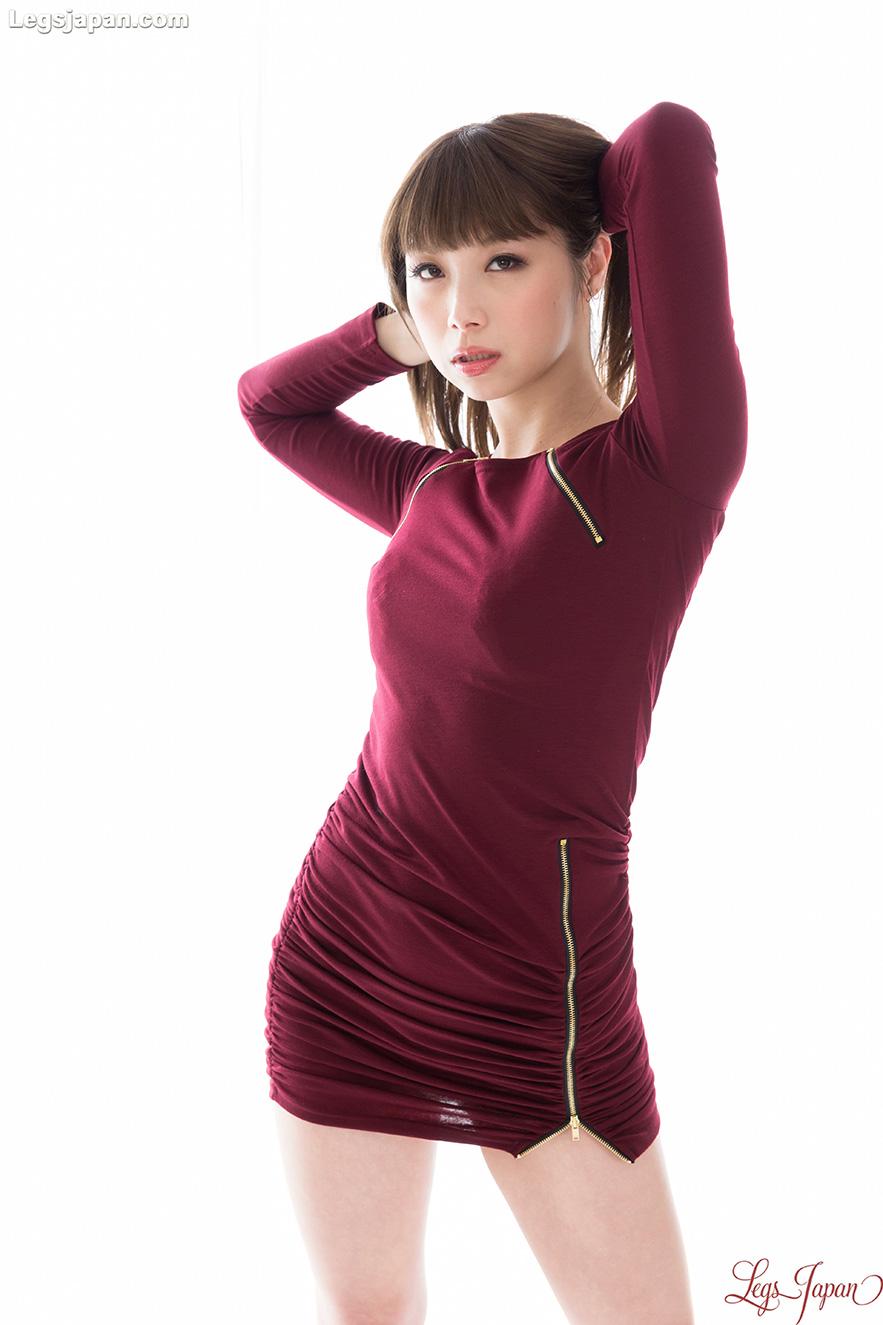 Hairy pussy brunette Tsubaki Katou spreading legs and